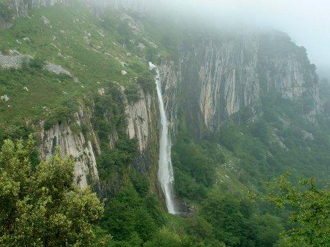 Resultado de imagen de la cascada de Asón
